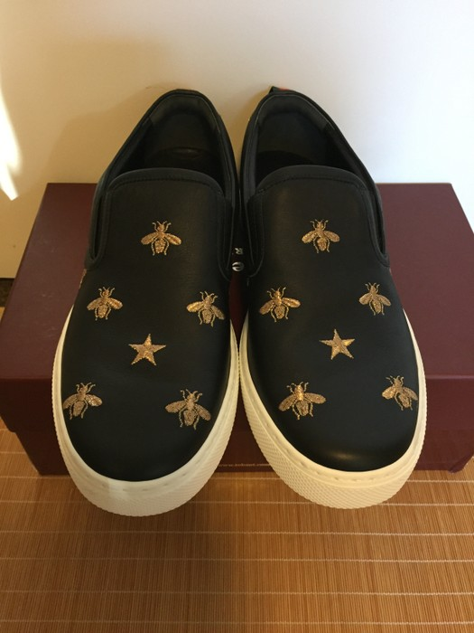 45febc43c98 Gucci -LAST DROP- GUCCI DUBLIN BEE   STAR EMBROIDERED LEATHER SLIP ON  SNEAKERS Size
