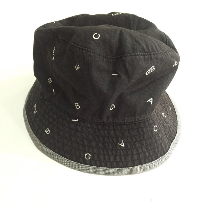 06f203088673b Balenciaga Balenciaga Monogram Reversibele Bucket Hat Good Condition ...