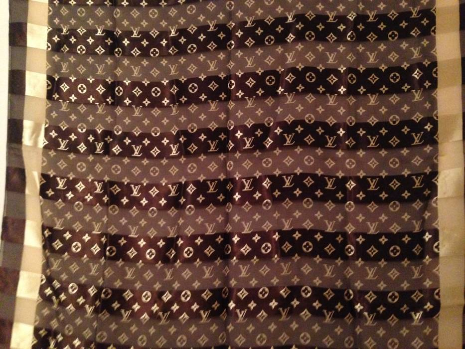 Louis Vuitton Vintage Louis Vuitton Shawl scarf (women s) 100% Silk ... 2c2c5b5f46