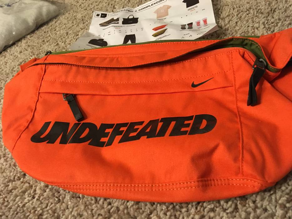 0e0533b9f9 Nike NIKE x UNDEFEATED ORANGE COMPLEXCON EXCLUSIVE CROSS BODY MESSENGER BAG  Size ONE SIZE
