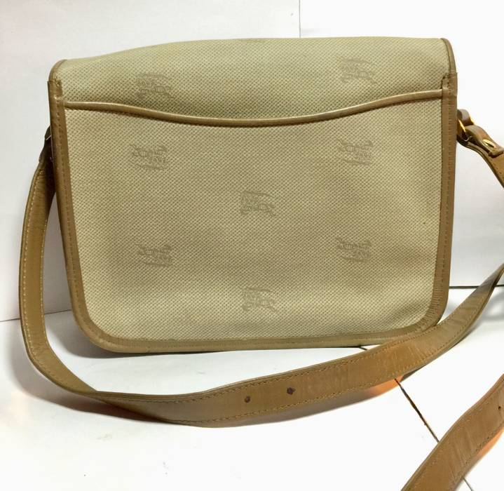 d03bb2860300 Burberry Vintage Burberry slingbag Size one size - Bags   Luggage ...
