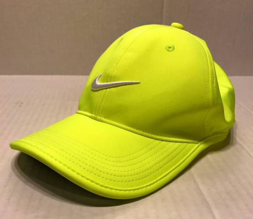 Nike Nike Golf Ultralight Contrast DriFit Adjustable Neon Green Yellow Hat  Cap Size ONE SIZE 73d8d13845a