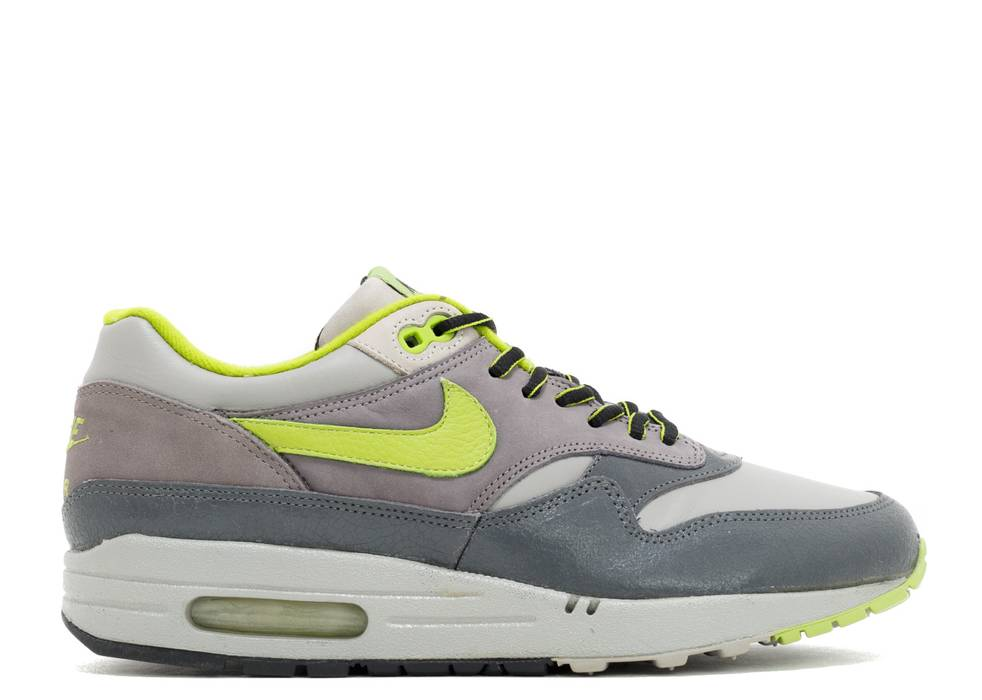 sale retailer d8fab 7178f Nike 2004 Nike Air Max 1 HUF Quake Anthracite Dark Apple Green VTG 🚨LAST  DROP