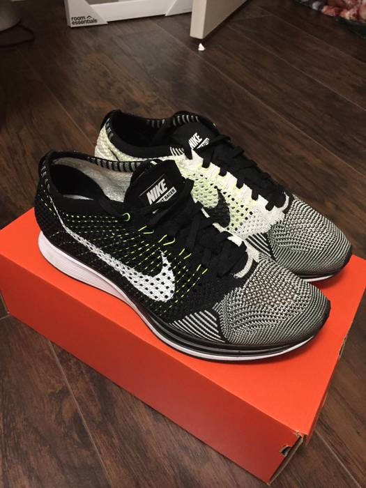 1d9afa6e3165 Nike Flyknit Racer Black White Volt Size 9 - Low-Top Sneakers for ...