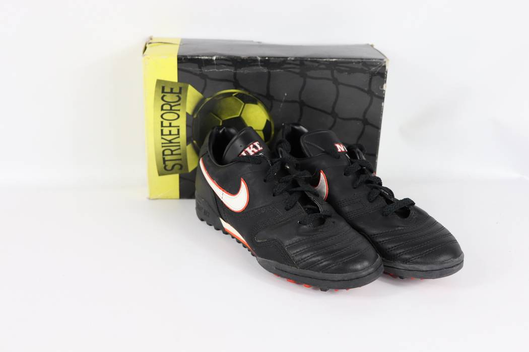 Nike Vintage 90s New Nike Mens 75 Firestrike Spell Out Indoor Turf