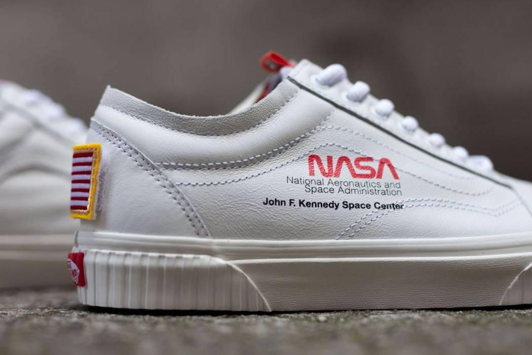 b4a160fa725 Vans NASA x Vans Old Skool Space Voyager True White (Size US 11