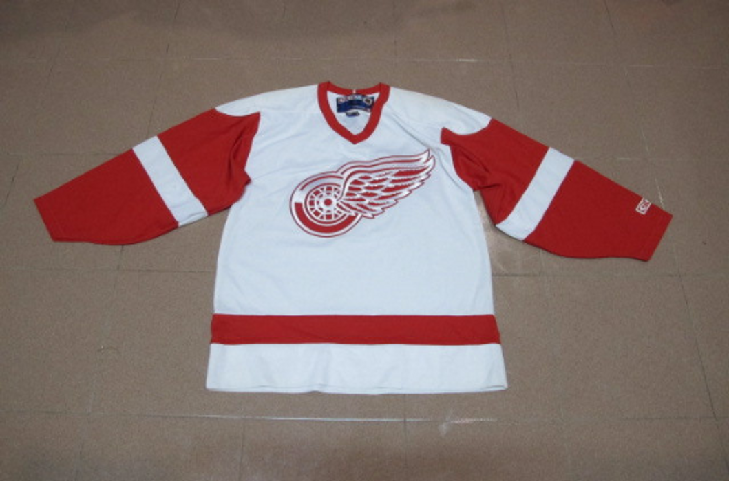 Red Wing Vintage DETROIT Red Wing CCM NHL Ice Hockey Jersey Shirt Size M  Made In dfd331c8354