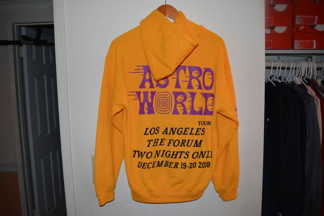 783a66f1063f4 Travis Scott. Travis Scott Astroworld Tour Merch Los Angeles The Forum LA  Lakers Hoodie Sweatshirt