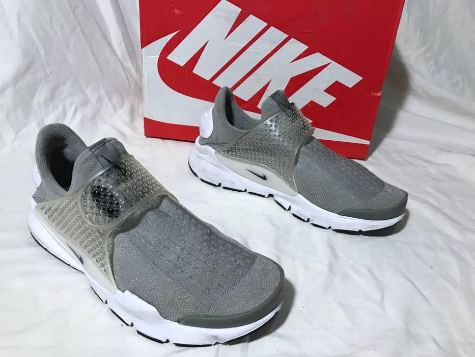 e1c9a8967694 Nike USED NIKE SOCK DART RUNNING MEDIUM GREY BLACK WHITE RETRO SZ 8 ...