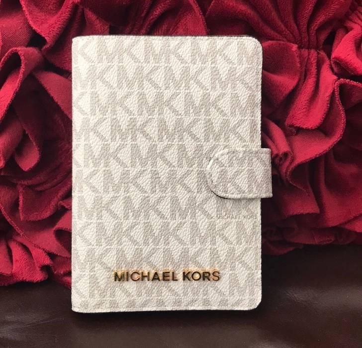 2e015c88abbc Michael Kors Michael Kors Passport Cover New Size one size - Bags ...