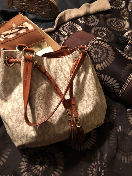 bf3a921b2a3b Michael Kors Purse And Check Book Size one size - Bags   Luggage for ...