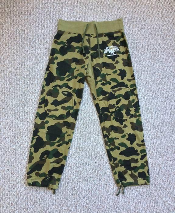 Bape Bathing Ape Green Camo Sweatpants Size 32 - Sweatpants ... dea8109b9d93