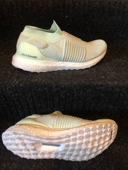 697d9a25a Adidas. Ultra Boost Laceless
