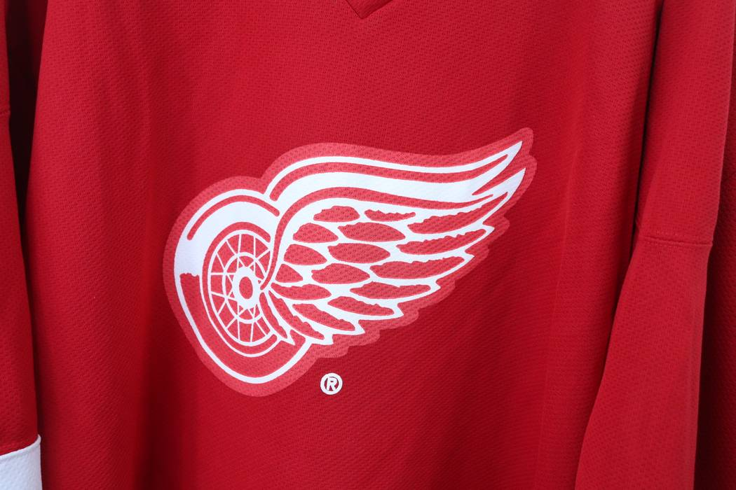 Vintage Kobe Mens Large Detroit Red Wings Miller Lite NHL Hockey Jersey  White Polyester Size US 62bb3ac0f9a