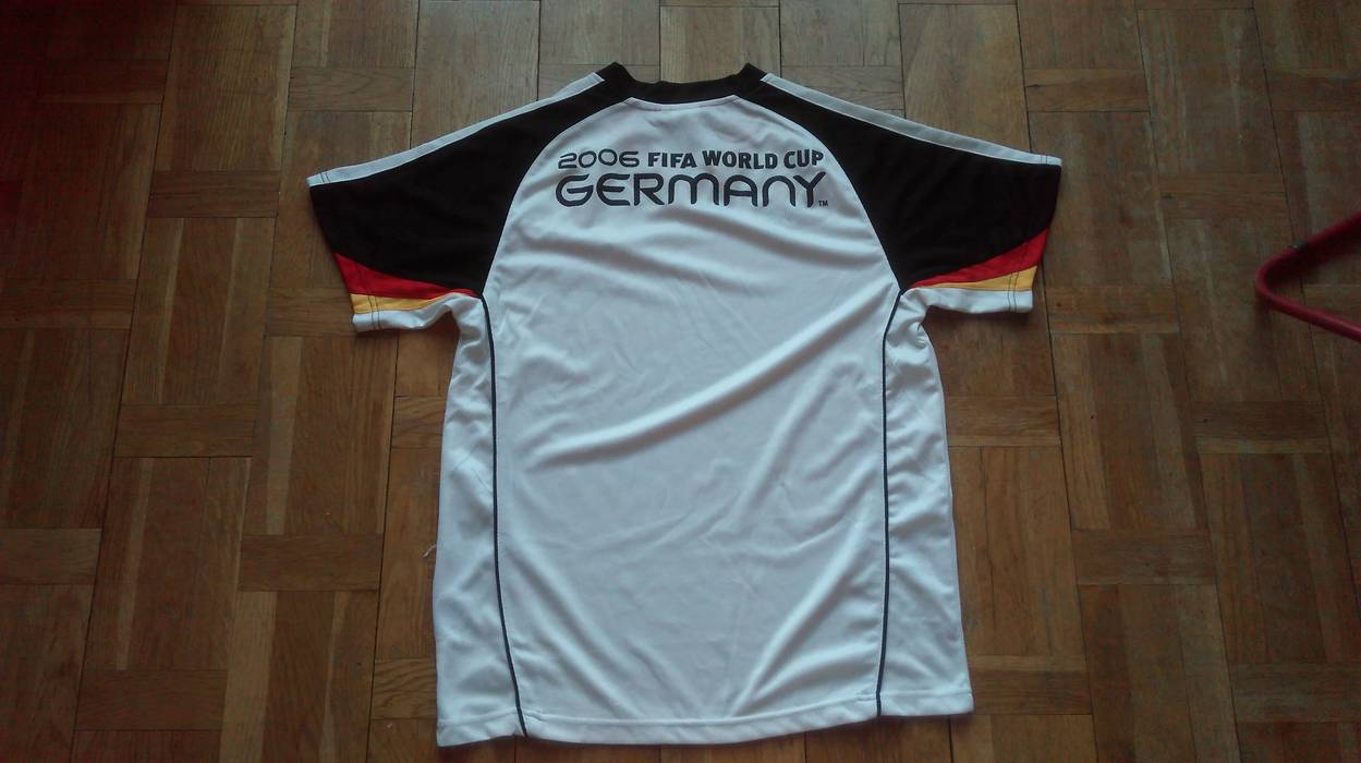 Vintage FIFA WORLD CUP JERSEY Vintage Official Licensed TShirt Sport Soccer  Tee Black Red Yellow Germany c2efdc1b1