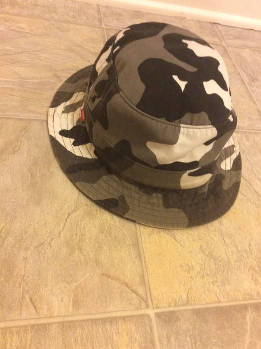 825ae540db3 Supreme Supreme Snow Camo Crusher Bucket Hat Size one size - Hats ...