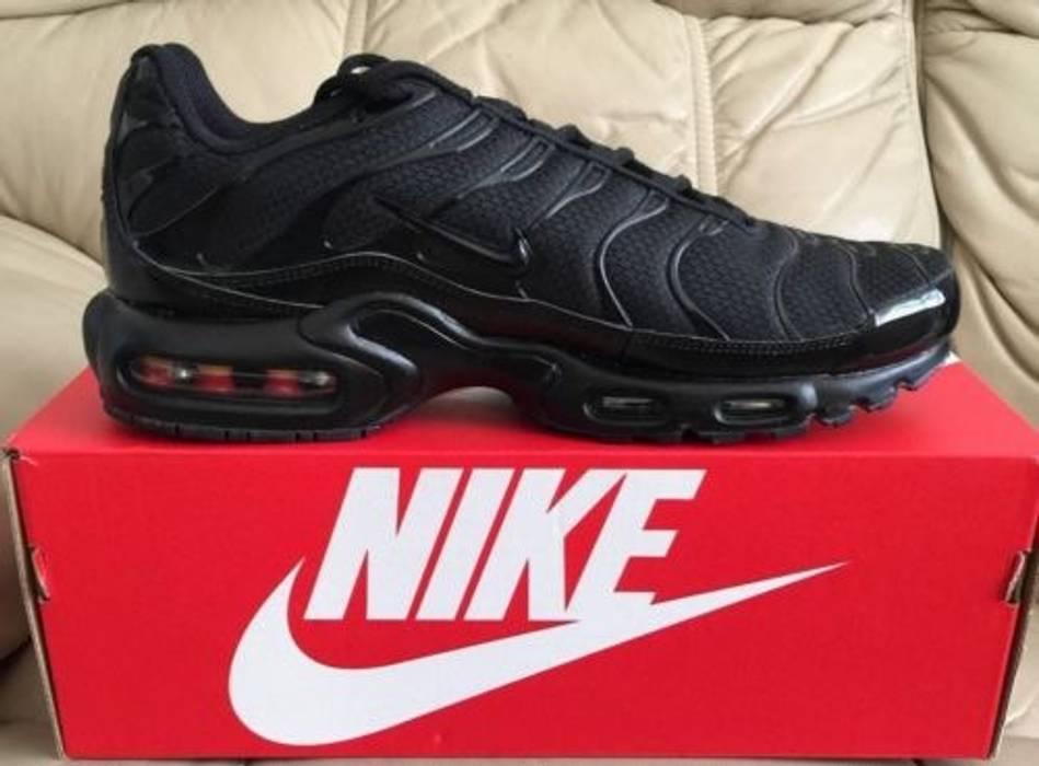 Nike NIKE AIR MAX PLUS TUNED 1 TN TRIPLE Black Size 11 - Low-Top ... 860f5570e3ca