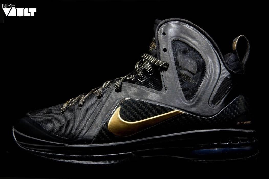 301ee058c92c Nike LEBRON 9 P.S. ELITE Size 11 - Hi-Top Sneakers for Sale - Grailed