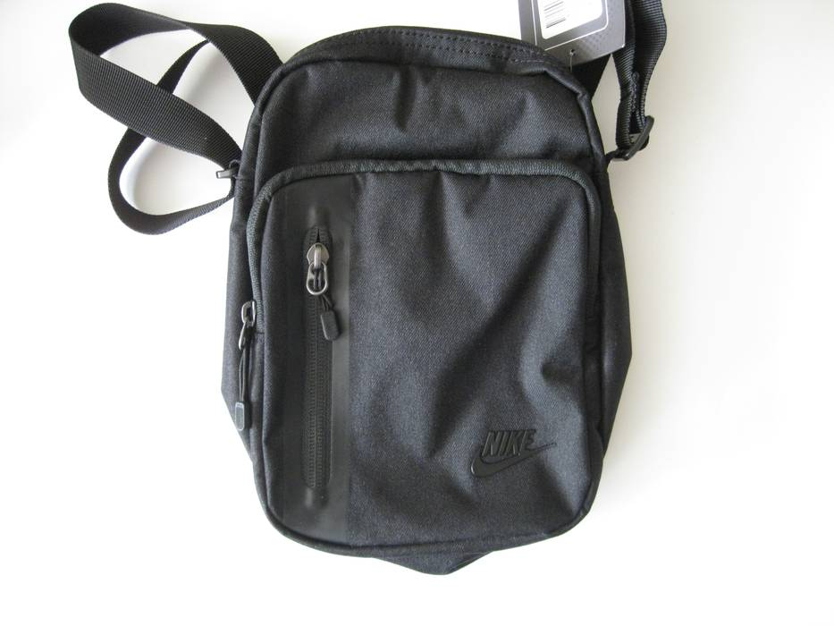 60cd1a88c9b1 Nike Core Small Items 3.0 Messenger Black Size one size - Bags ...