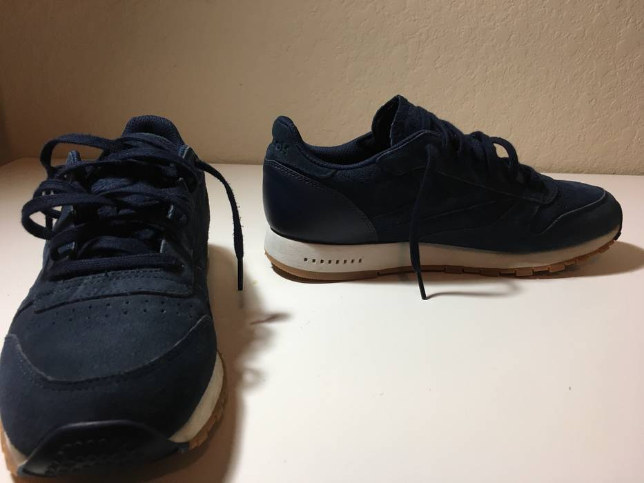 5132f29fcce0 Reebok Classic Gum Sole Size 10 - Low-Top Sneakers for Sale - Grailed