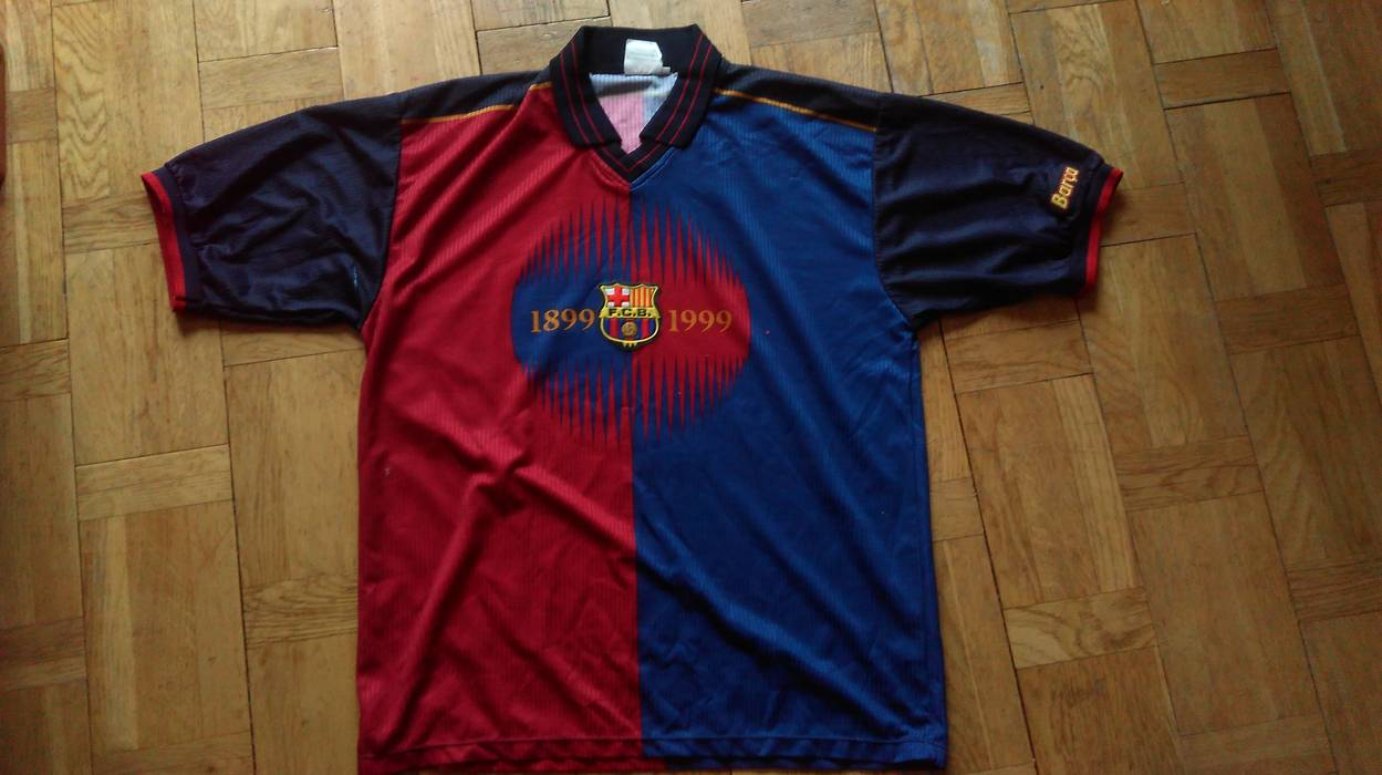 Vintage F.C.BARCELONA JERSEY Barcelona Home Football Club Shirt Soccer  Jersey Xl FCB Rare Number 22 d707d8e65