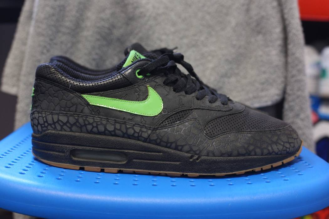 cb1d8f7bbe58 Nike Air Max 1 Premium