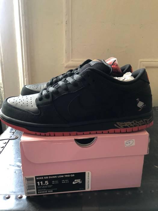 c654efa6a08b Nike Nike SB Dunk Low Pro  Black Pigeon  X Jeff Staple Signed Size ...