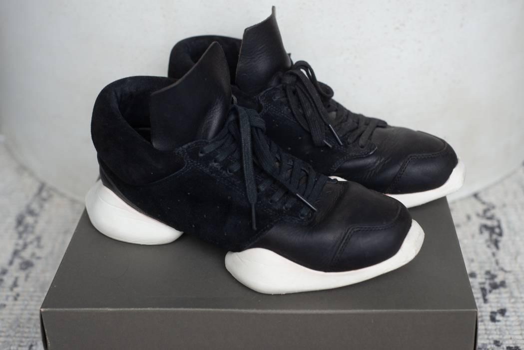 reputable site ee7de 6ae5c Adidas Black   White Island Sole Runner Sneaker Size US 6.5   EU 39-40