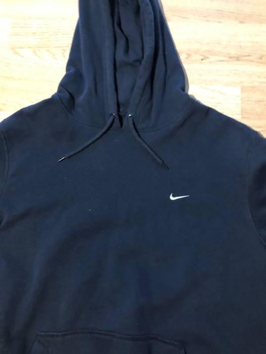 ea34a3766855 Nike Vintage Nike Embroidered Simple Swoosh Hoodie Navy Blue Size US XL    EU 56