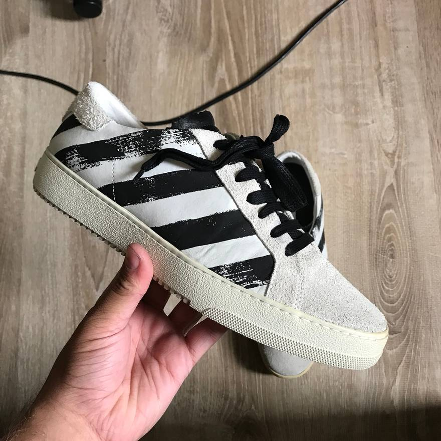 OffWhite Spray Paint Sneakers VNDS Size LowTop Sneakers For - How to get paint off shoes