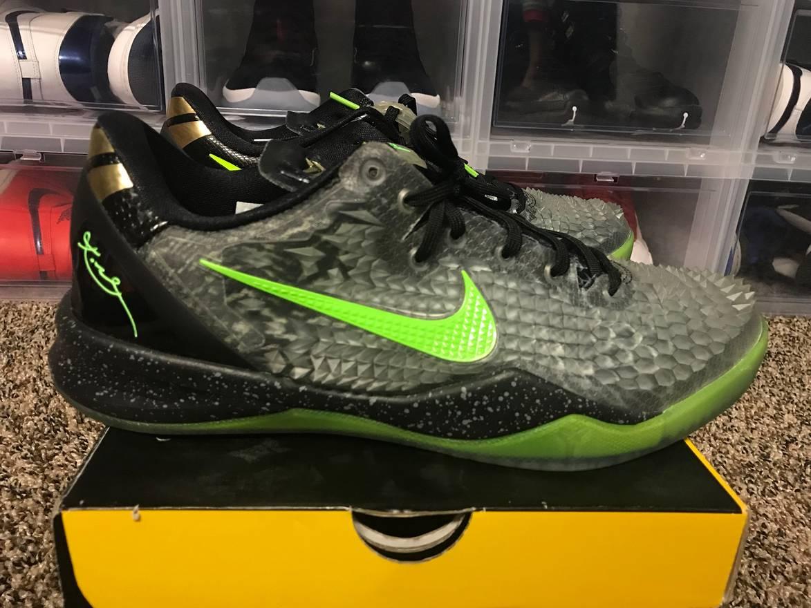Nike Kobe 8 System SS Christmas Snakeskin size 11 like new PADS Size ...