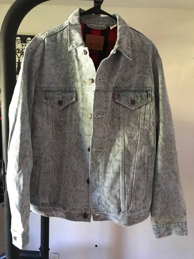 0b73f9db Supreme Supreme Levis Snakeskin Trucker Jacket Light Blue Size US L EU 52  ...