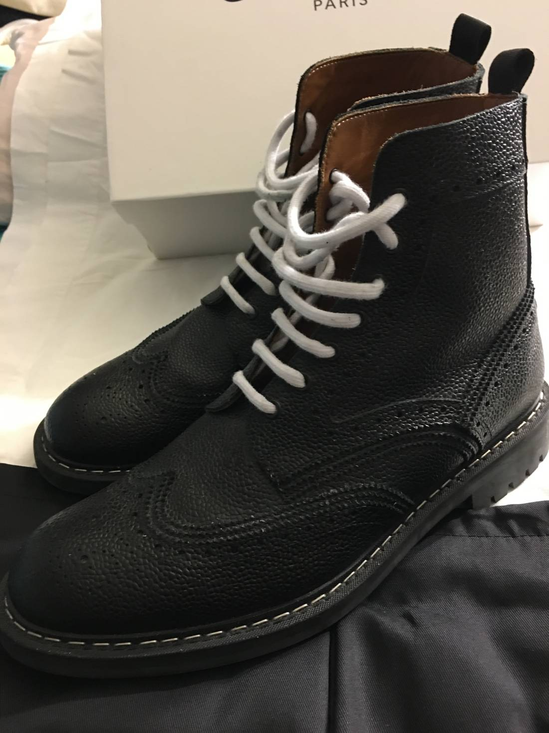 GivenchyLeather Wingtip Boots in . bdV6req
