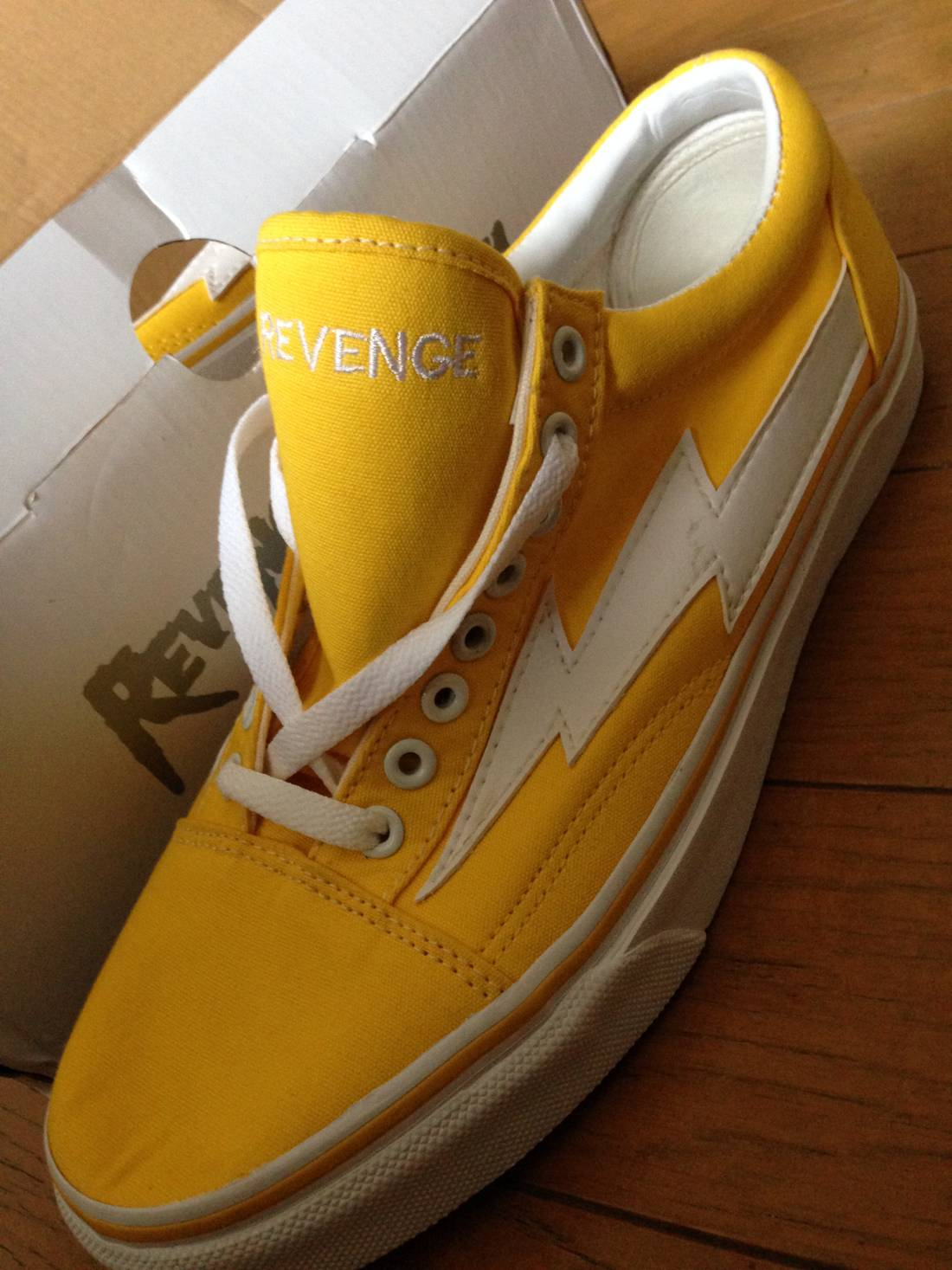 5a7c59f628674a ... Shades of Ian Connor Yellow Revenge X Storm Vol. 1 Size US 10 EU 43 ...