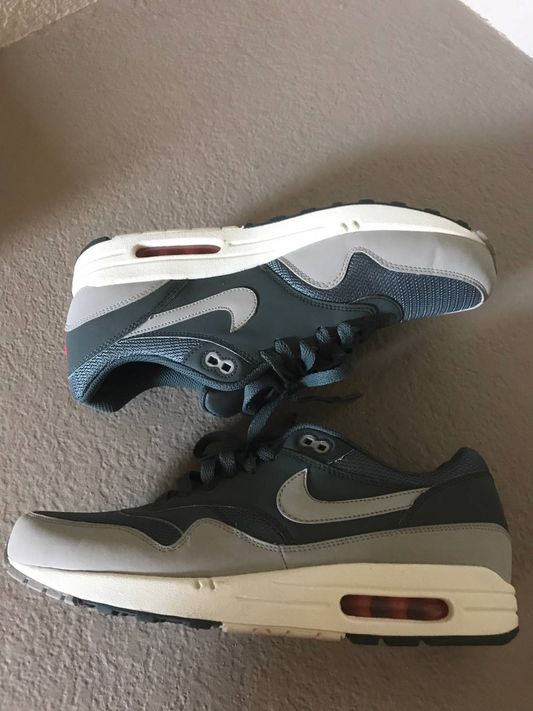 new style nike air max 1 essential hasta granite sunburst