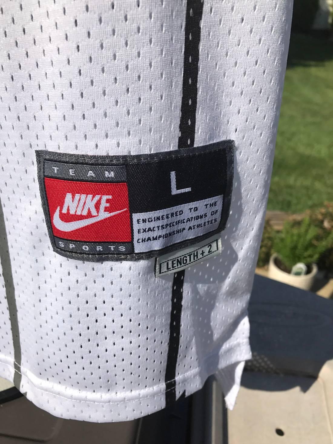 02c1e8ea3ec Nike NWT Tracy McGrady Toronto Raptors 1 Swingman Jersey Size US L EU .