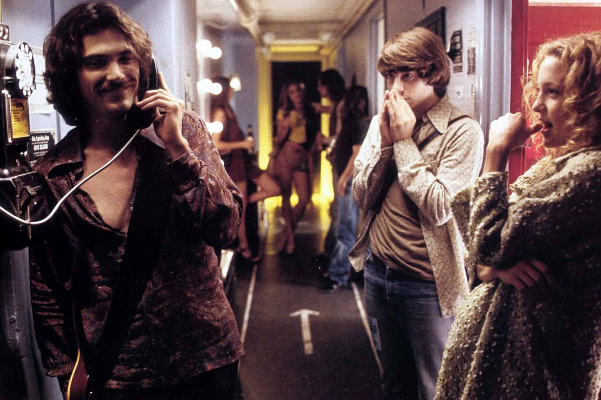 Russell Hammond (Billy Crudup) calls William Miller's (Patrick Fugit) mom