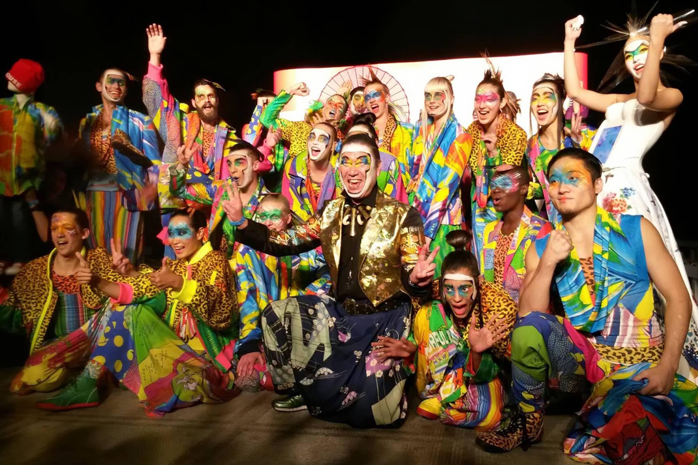 "Kansai and models following a ""Super Show"""