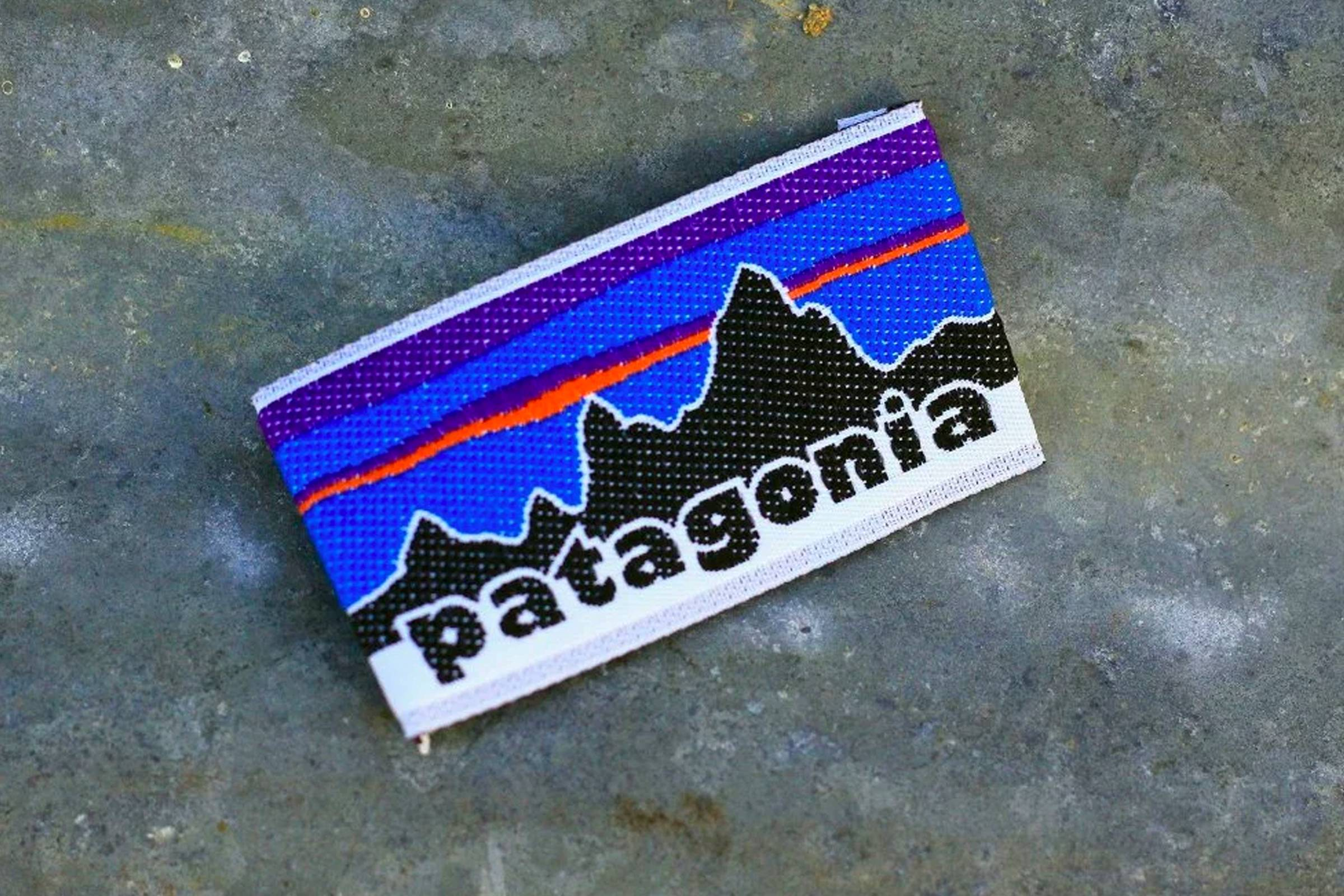 A tag featuring Patagonia's now-iconic Fitz Roy logo, first used in the Spring 1976 collection