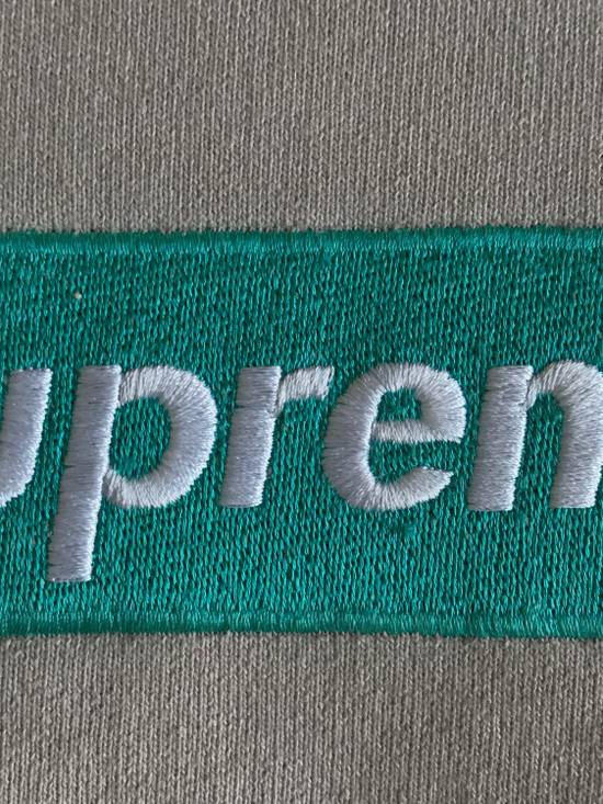 Supreme F/W 2005 Box Logo Crewneck (Oatmeal/Teal) Size US L / EU 52-54 / 3 - 3