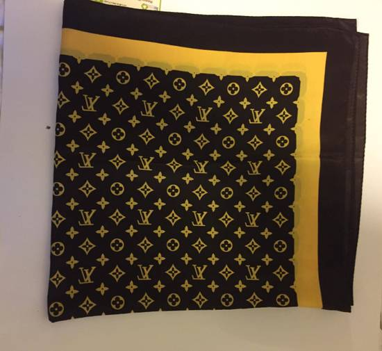 Louis Vuitton Louis Vuittion Monogram Silk Scarf/Bandana Size ONE SIZE