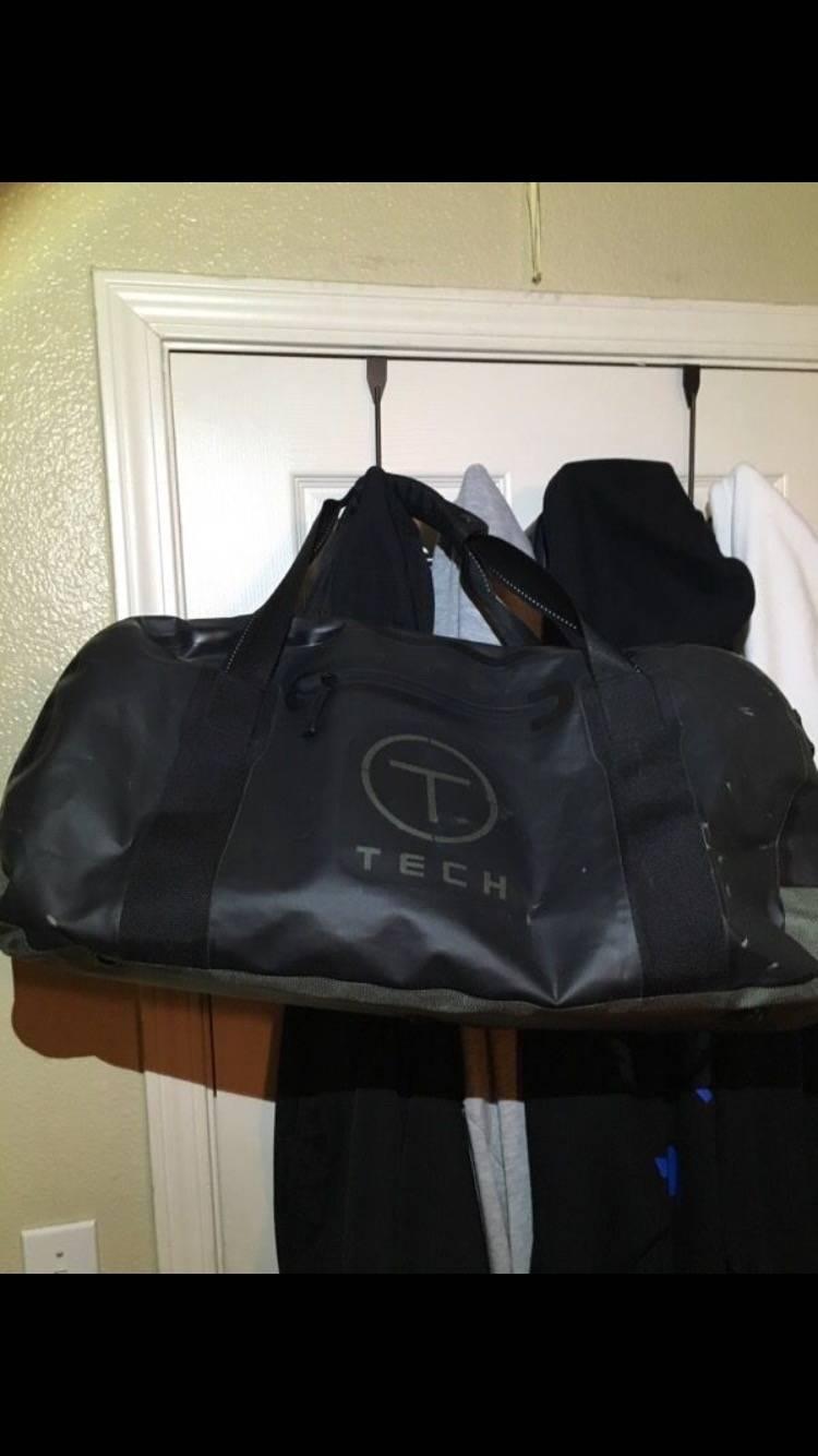 Tumi Waterproof Tech Duffle Bag Size One Bags Luggage Hanger 2