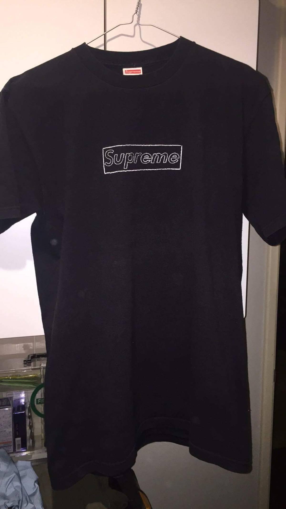 52473cb5caa7 Supreme × Kaws ×. Supreme x Kaws Box logo t shirt. Size  US M ...