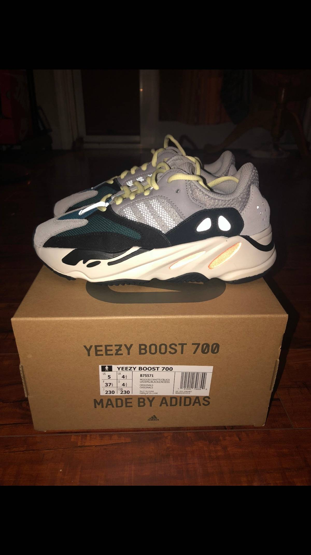 Women's Sizing Guide: Adidas Yeezy Boost 700 What Size Yeezy's to buy for Girls, Men to Women Size