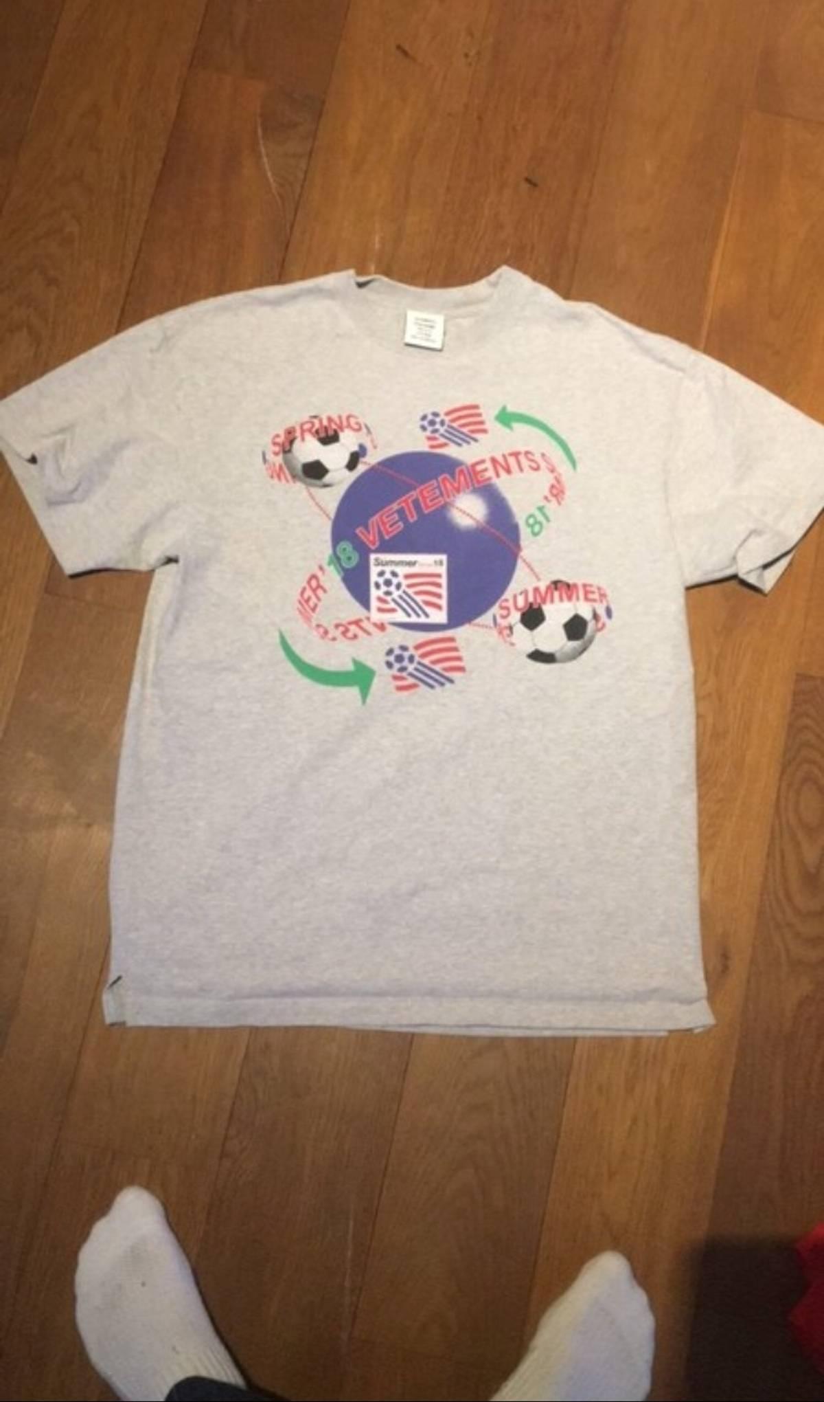 divers styles Quantité limitée États Unis Vetements Vetements Soccer T Shirt Grey Size M $124
