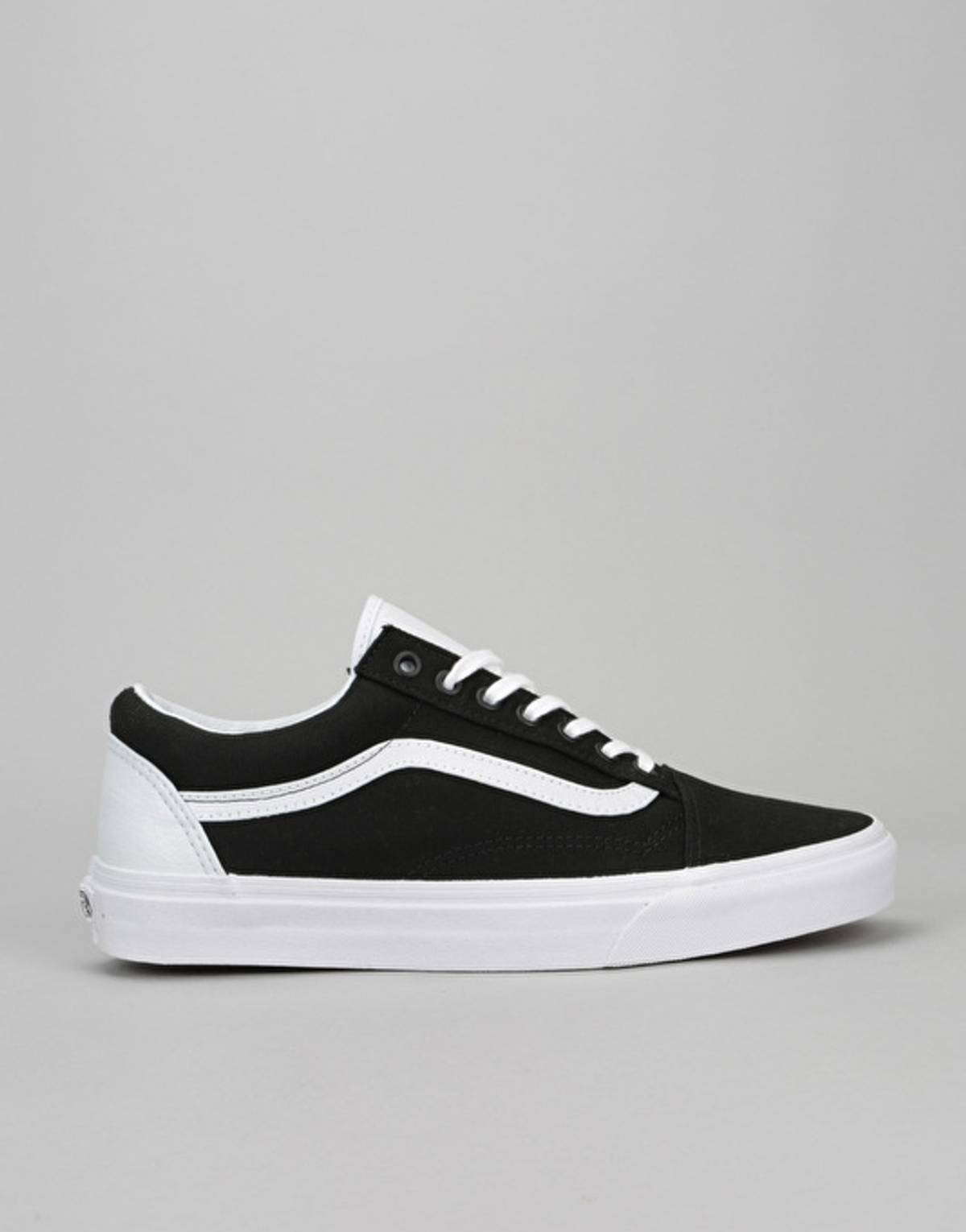 dfe1d11deb1 Vans Vans Old Skool College Black White Foot Locker Exclusive EU42 UK8 US9  Size 9 - Low-Top Sneakers for Sale - Grailed