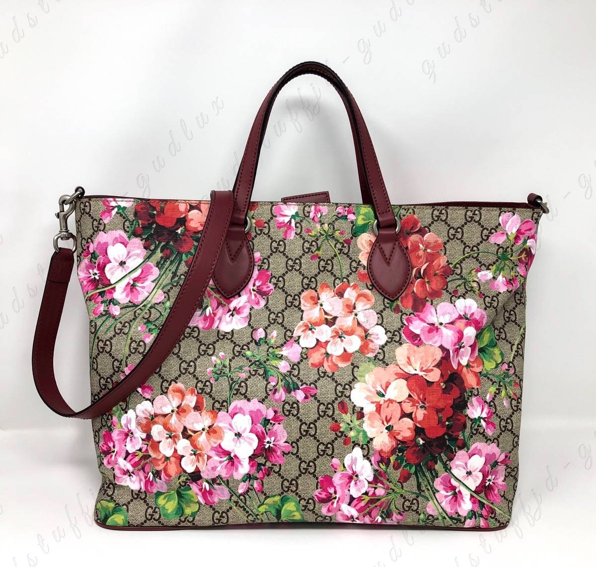 771c434b5b3 Gucci NWOT Medium GG Medium Soft Supreme Blooms Tote with Strap Size one  size - Bags   Luggage for Sale - Grailed