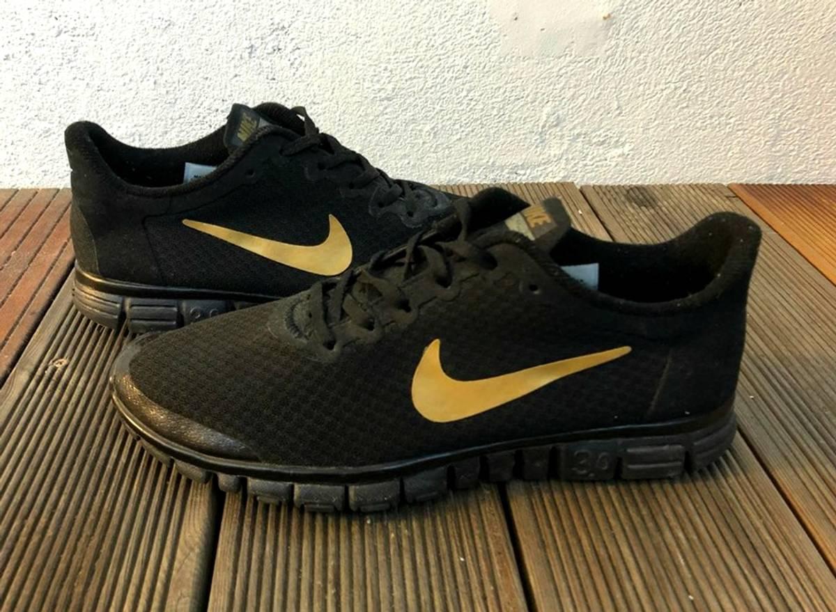 Nike Nike Free Run 3.0 V2 Size 9.5 $120
