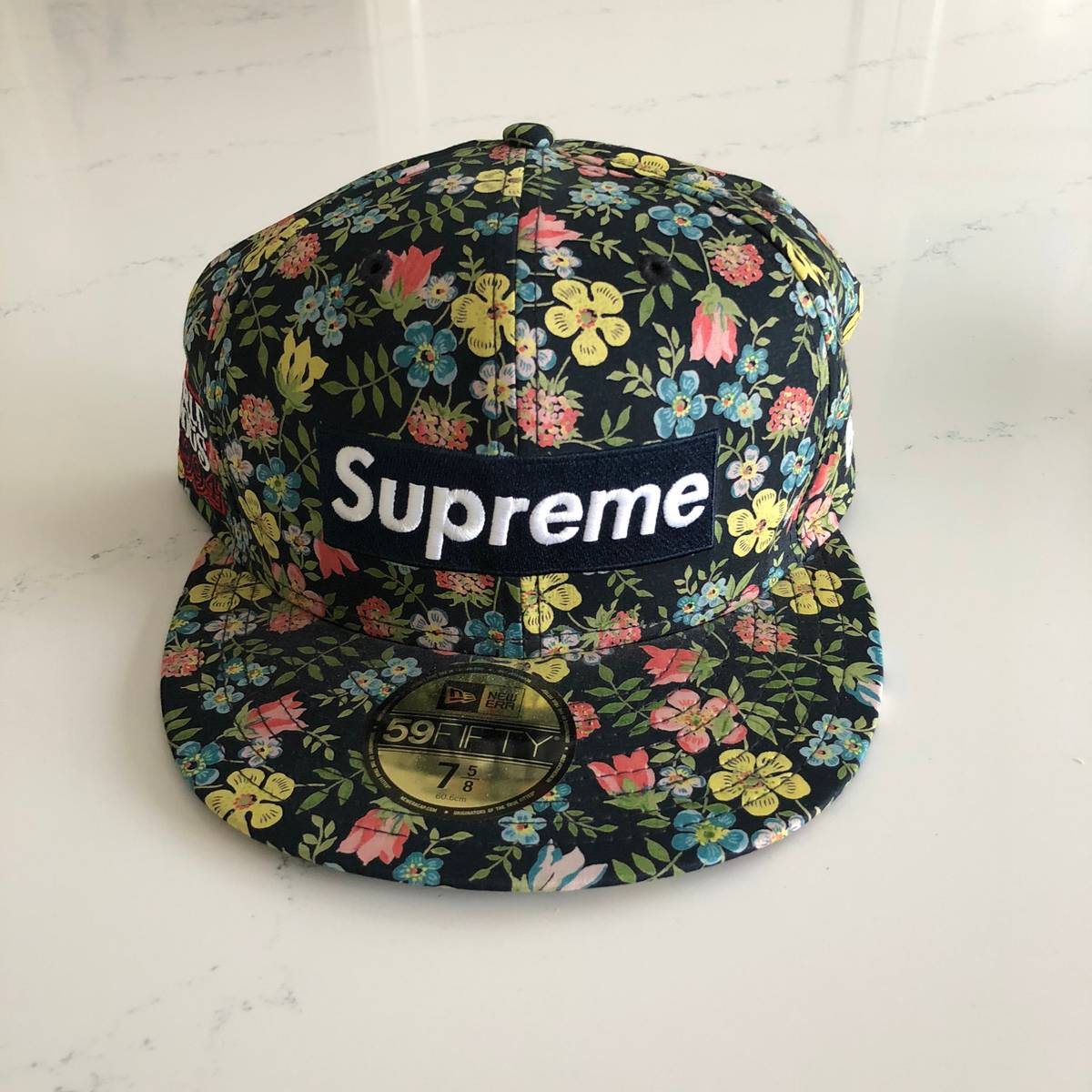 ff05e6c4c89 Supreme × Liberty London ×. Supreme x Liberty Floral Box Logo New Era ...