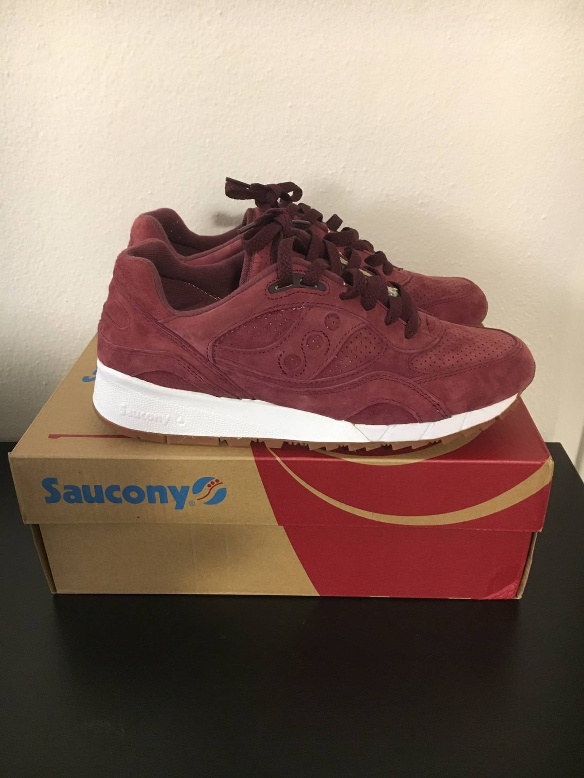 Saucony Saucony Shadow 6000 Burgundy Exclusive Size 9 - Low-Top Sneakers  for Sale - Grailed f3f39350bbb1
